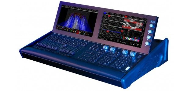 chamsys-magicq-mq500-stadium-200-universe-lighting-console-in-flightcase.jpeg